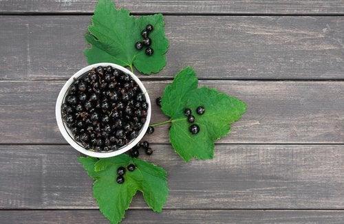 Multe remedii naturiste pentru cicatrici includ fructe de pădure