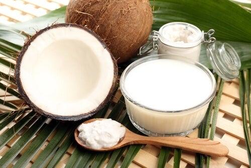 Remediu împotriva căderii părului cu lapte de cocos