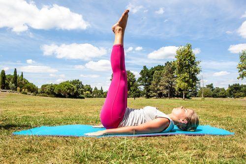 Ridicarea picioarelor ajută la ameliorarea durerii de spate