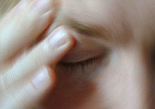 Amețeala este unul dintre posibilele simptome ale stresului vizual