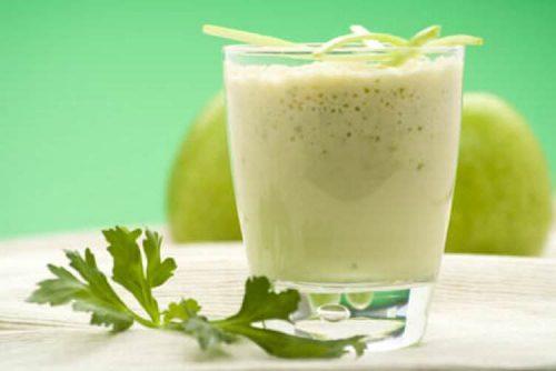 Smoothie laxativ cu aloe vera și măr verde