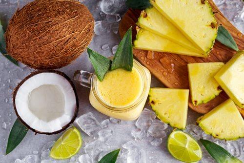 Smoothie natural pentru slăbit cu ananas și ghimbir