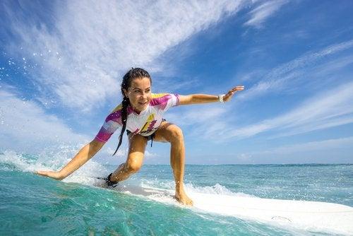 Surfingul este unul dintre principalele exerciții fizice benefice pentru creier