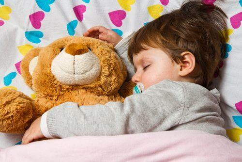 Tulburările de somn la copiii preșcolari pot fi cauzate de ecranele digitale