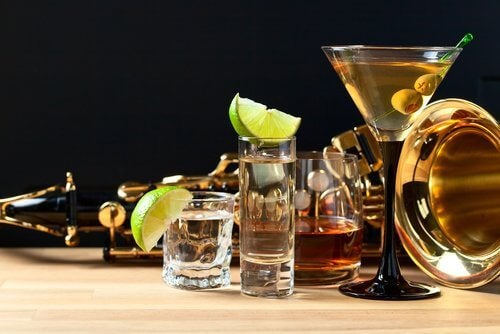 Evită alimente care irită vezica urinară ca alcoolul