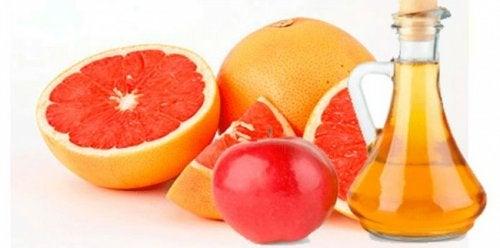 Poți include fructe în diverse băuturi care te ajută să slăbești