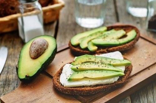 9 beneficii ale consumului de avocado