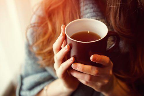 Ceaiul de coada șoricelului se află pe lista de remedii naturale împotriva anxietății