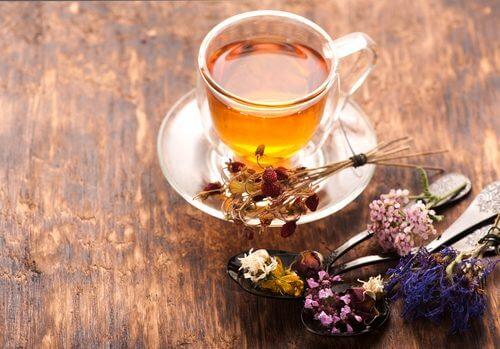 Ceaiul de valeriană este printre cele mai bune remedii naturale împotriva anxietății