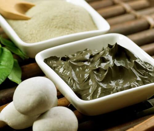 Cremă naturală împotriva pielii lăsate cu ceai negru