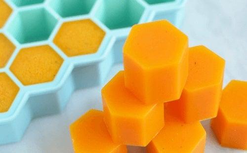 Aceste cuburi de gelatină cu miere și curcuma sunt benefice pentru sănătate