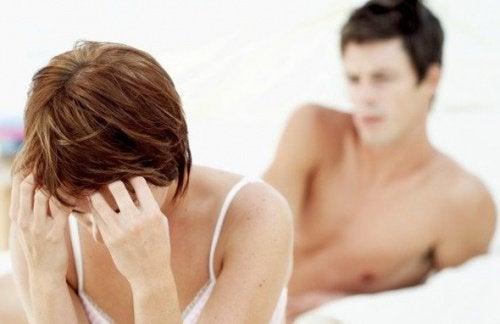 Durerile și disconfortul din timpul sexului pot fi simptome ale fibromului uterin