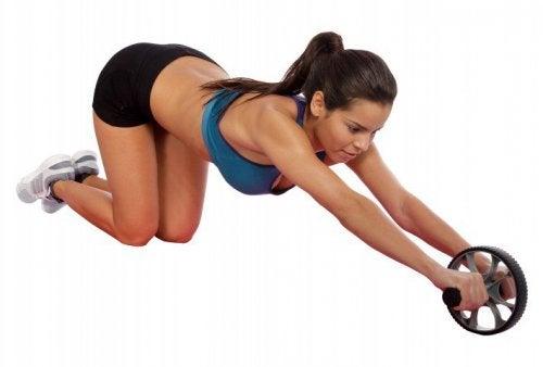 Exerciții care ard grăsimea abdominală cu accesorii de fitness