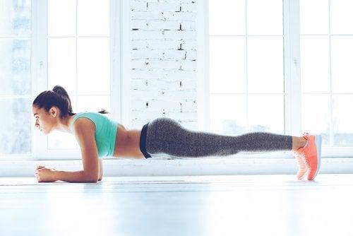 Exerciții care ard grăsimea abdominală ca scândura