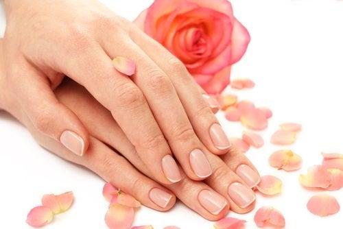 Îngrijire mâinil și gât ce te ajută să te menții tânără și frumoasă
