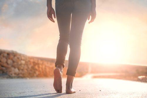 Mersul pe jos este printre cele mai bune exerciții pentru combaterea anxietății