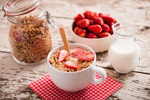 Ia un mic dejun sănătos pentru a avea un abdomen plat
