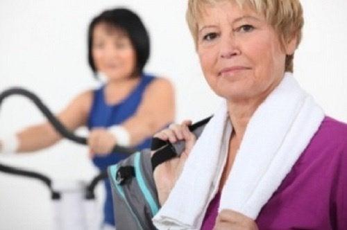 Obiceiurile sănătoase ajută la ameliorarea simptomelor menopauzei