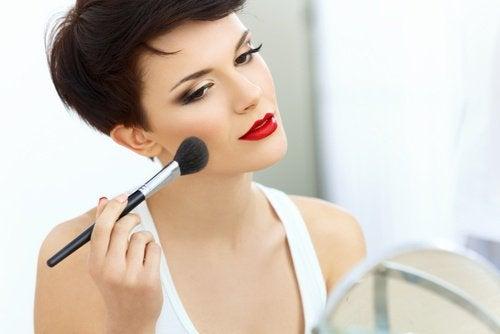 Obiecte personale care nu se împrumută ce țin de machiajul feței