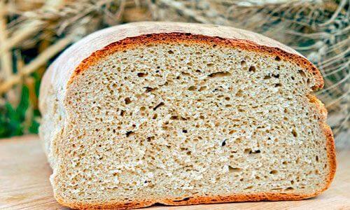 Pâinea trebuie să fie tare pentru această rețetă de salmorejo