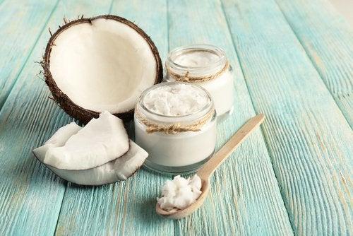 Remediu pentru exfolierea picioarelor cu ulei de cocos