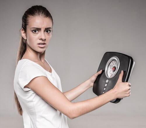 Scăderea în greutate este printre principalele simptome ale hiperglicemiei