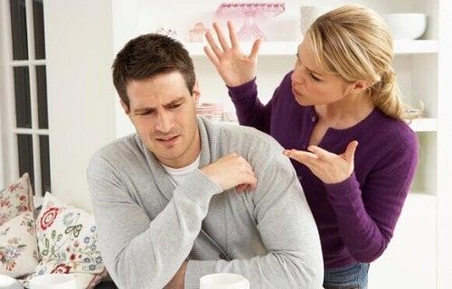Semne ale abuzului verbal ce nu trebuie ignorate