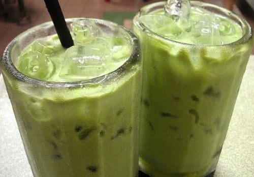 3 tipuri de smoothie cu avocado pentru colesterol