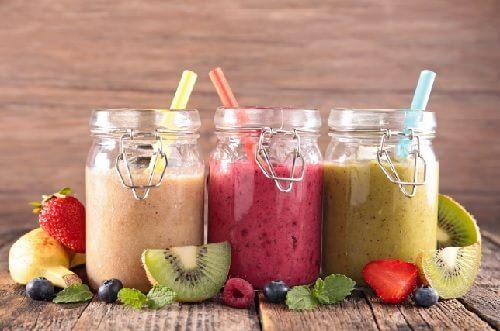 Consumă smoothie-uri naturale pentru a avea un abdomen plat