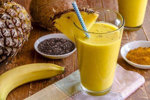 Bananele în diverse smoothie-uri bogate în proteine vegetale