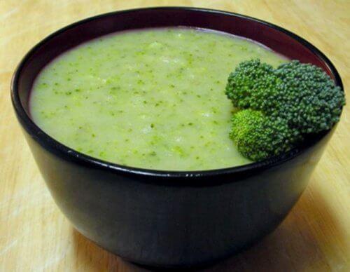 Supă cremă care ameliorează durerile ușor de preparat