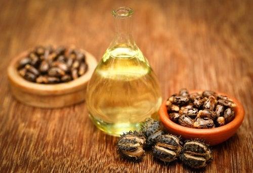 Uleiul de ricin ca remediu pentru călcâie uscate și crăpate
