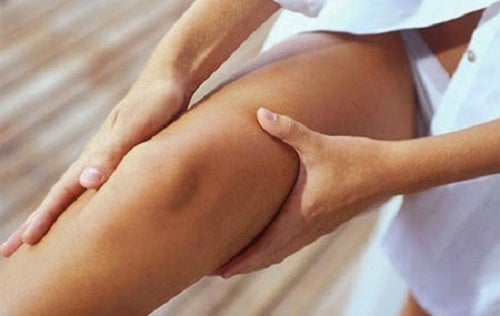 Uleiul de rozmarin ajută la stimularea circulației la nivelul picioarelor