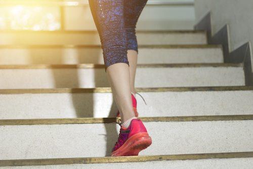 Urcatul scărilor te ajută să arzi rapid 100 de calorii