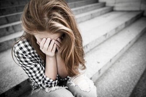 Abuzul în relațiile de cuplu ale adolescenților