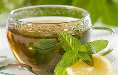 Băuturi care accelerează metabolismul cu mentă