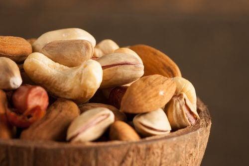 De ce să consumăm semințe și nuci înmuiate în apă?