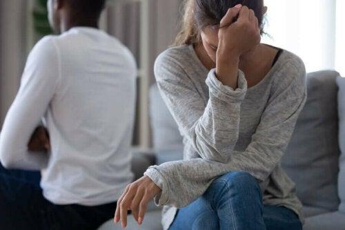 Cuplu aflând ce înseamnă să închei o relație toxică