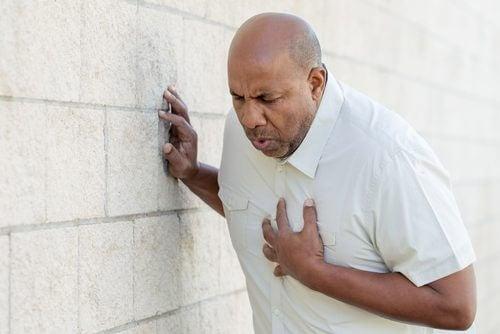 Diferența dintre un infarct și un atac de panică se referă la tipul de durere