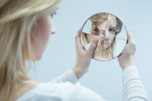 Efecte nevăzute ale abuzului emoțional ca lipsa stimei