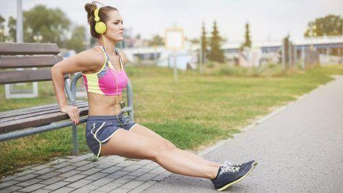 Exerciții pentru tonifierea brațelor în parc