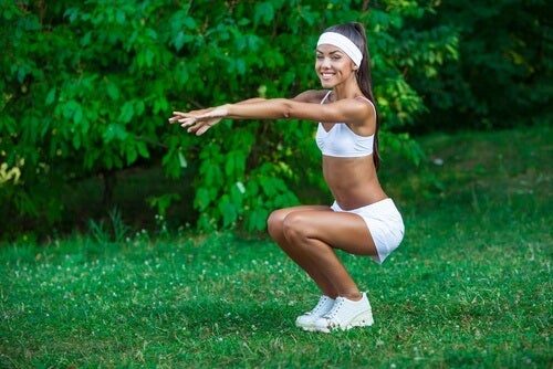 Genuflexiunile sunt alternative la abdomenele clasice