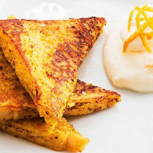 Mic dejun bogat în proteine cu pâine prăjită