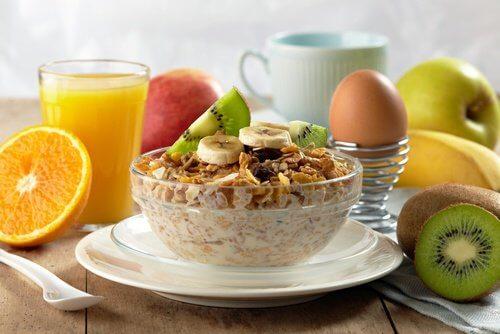 Mic dejun pentru a elimina grăsimea ce oferă energie