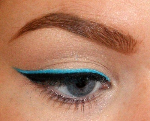 Privire misterioasă cu mai multe moduri de a folosi tușul de ochi