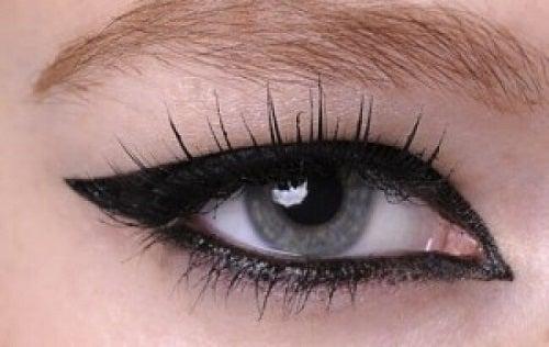 Moduri de a folosi tușul de ochi ce nu răpesc mult timp
