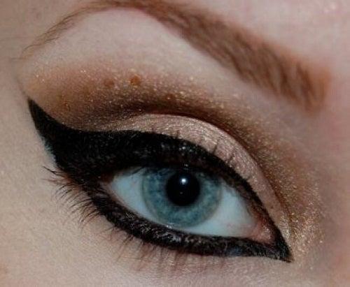 Moduri de a folosi tușul de ochi în machiaj