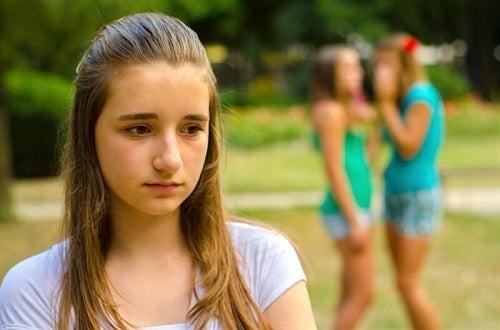 Nevoia de aprobare este unul dintre neplăcutele efecte ale abuzului emoțional