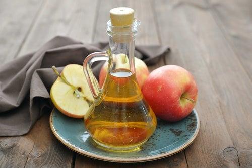Oțet de mere ca remediu pentru ciuperca unghiei