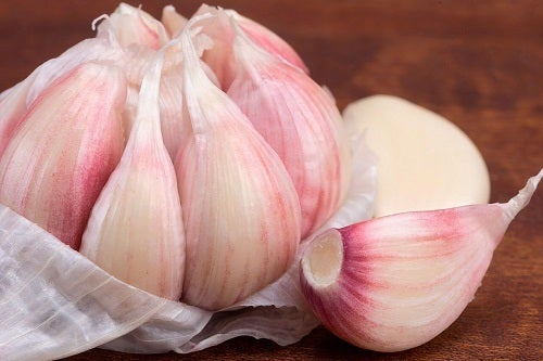 Remedii naturiste împotriva bătăturilor cu usturoi